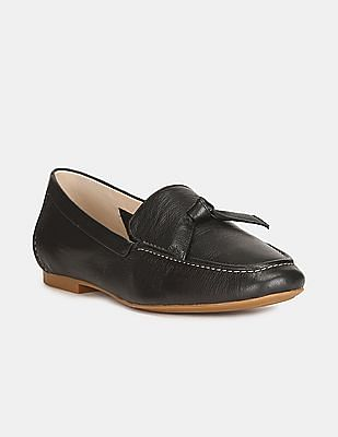 Cole Haan Women Black Textured Leather Bow Loafers